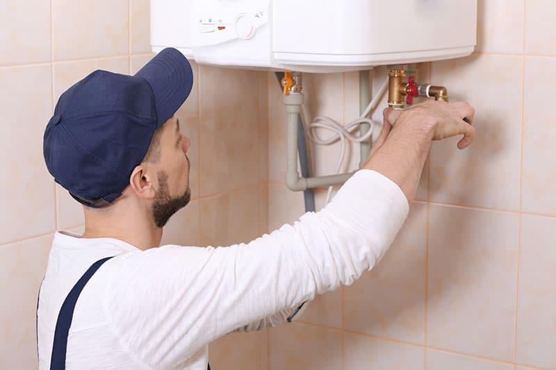 Plumber-fixing-water-heater