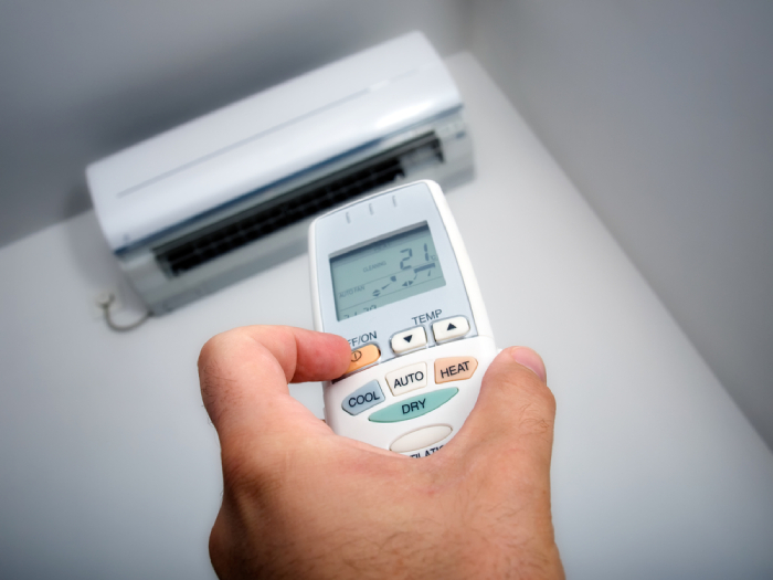 air conditioner remote and air conditioner