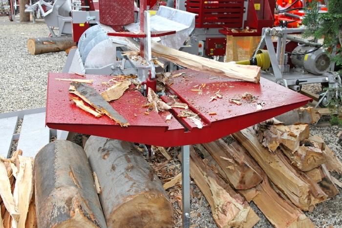 red hydraulic log splitter