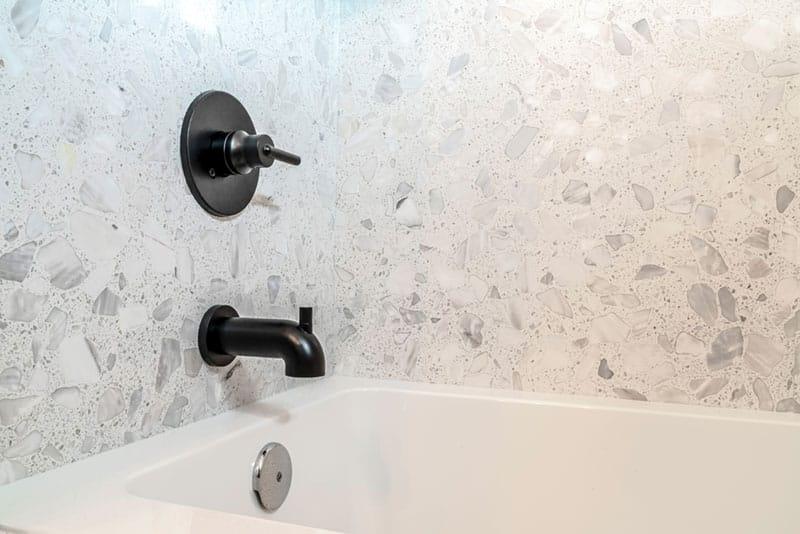 Shower with diverter valve