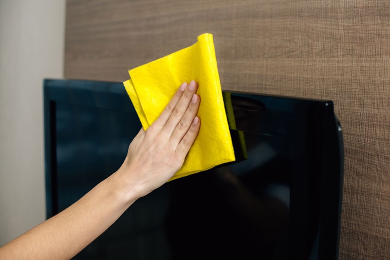 Cleaning tv with a microfiber cloth