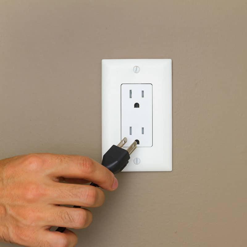 Ice maker plug