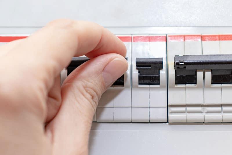 Checking-circuit-breaker