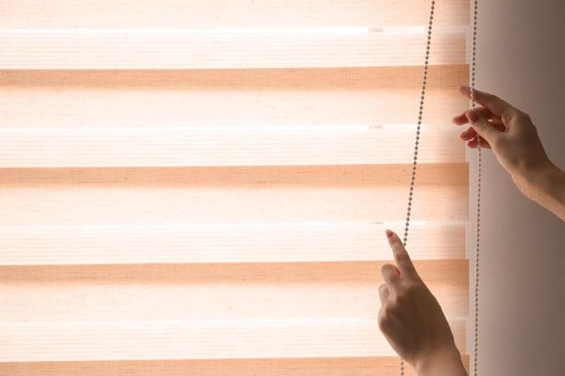 Closing blinds