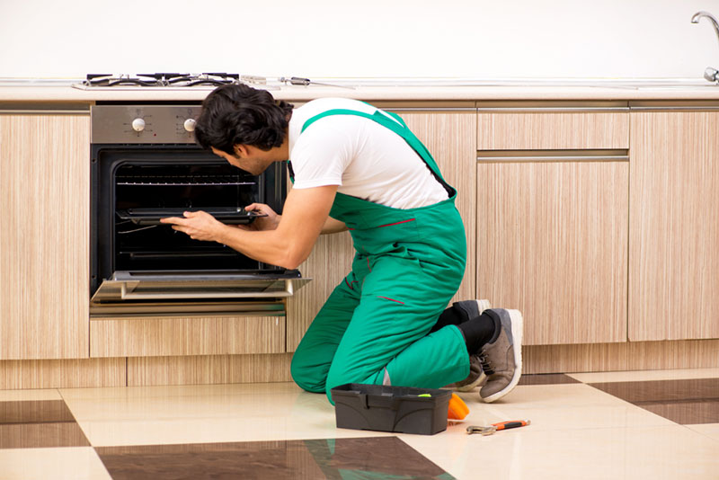 Professional-fixing-an-oven