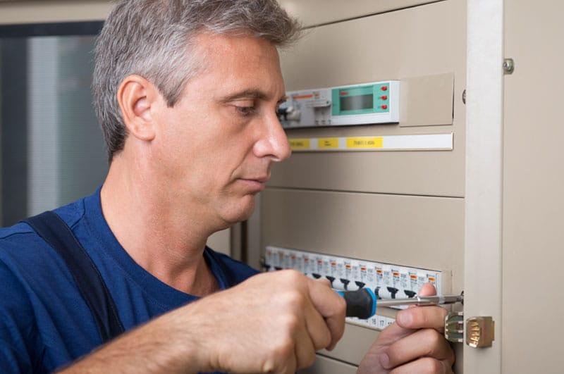 Repairing circuit breaker