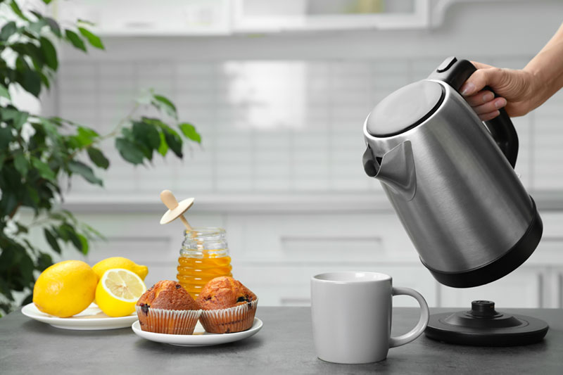 Kettle with snacks